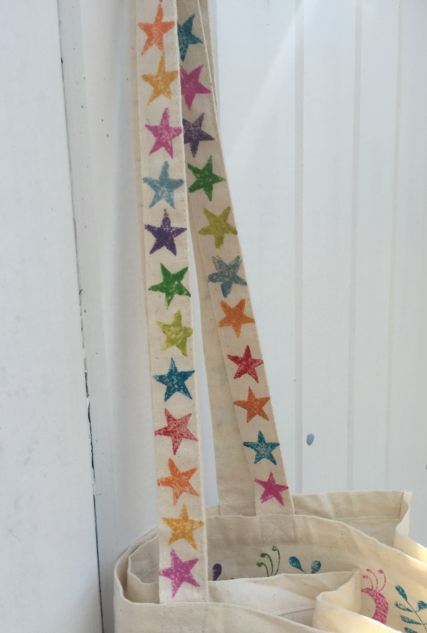 starry-printed-tote-bag-handles